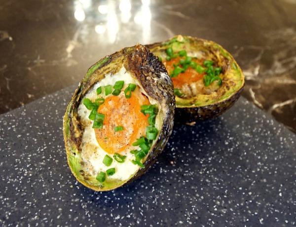 Jajko pieczone w awokado przepis
