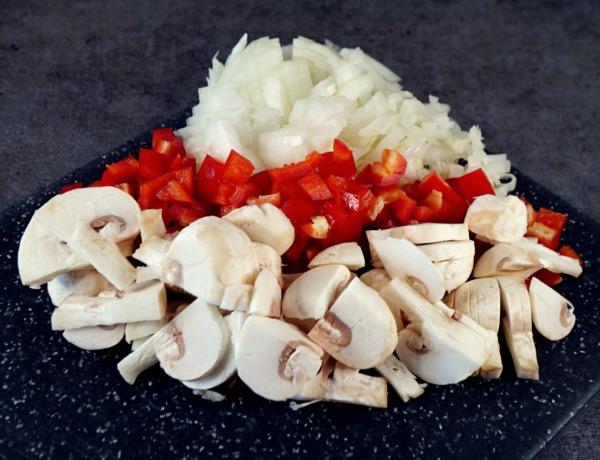 Zapiekanka z makaronu pszennego, warzyw i sera przepis