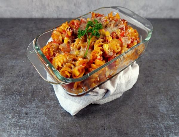 Zapiekanka z makaronu, warzyw i sera przepis