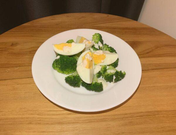 Sałatka brokułowa z jajkiem przepis