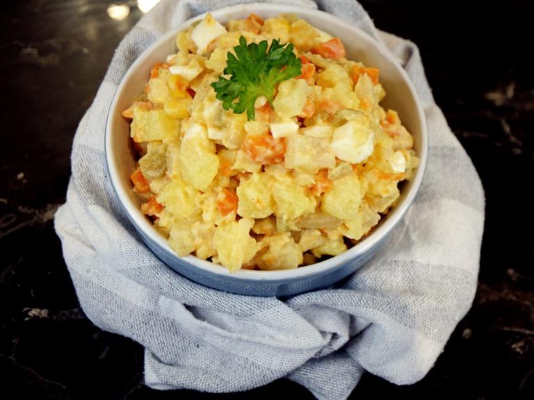Sałatka z gotowanych warzyw i jajka przepis