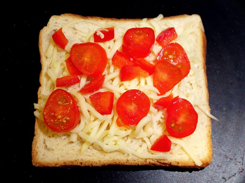Tosty z serem i warzywami z patelni przepis