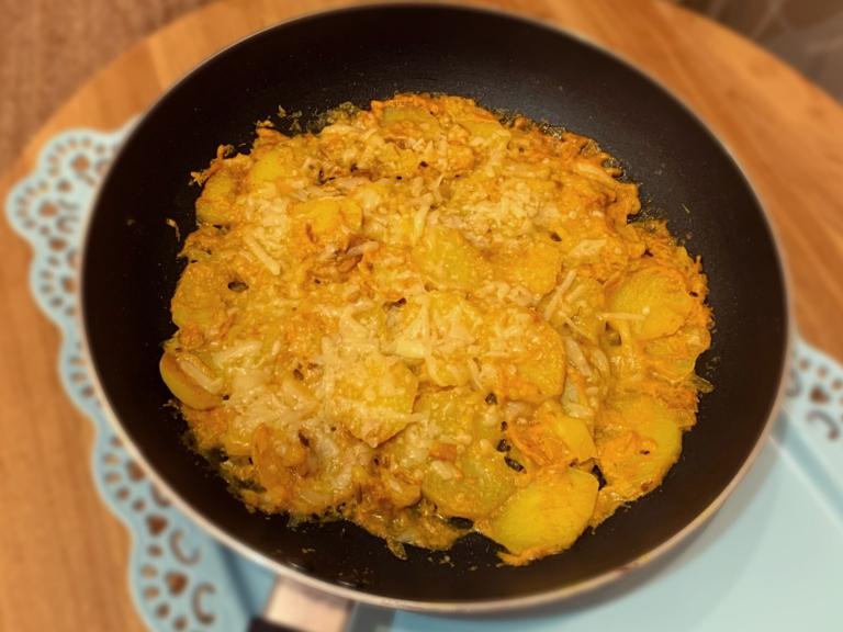 Serowe ziemniaki z patelni przepis
