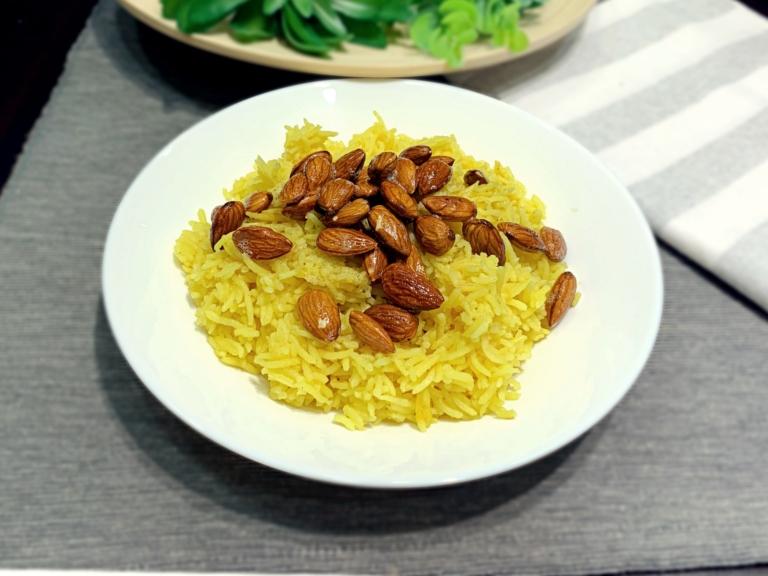 Ryż basmati z curry, migdałami i olejem kokosowym przepis
