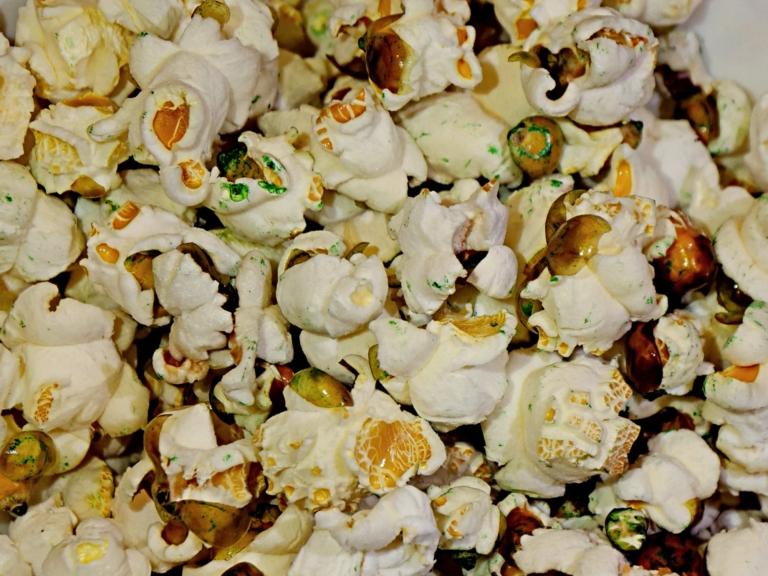 Spleśniały popcorn na Halloween przepis
