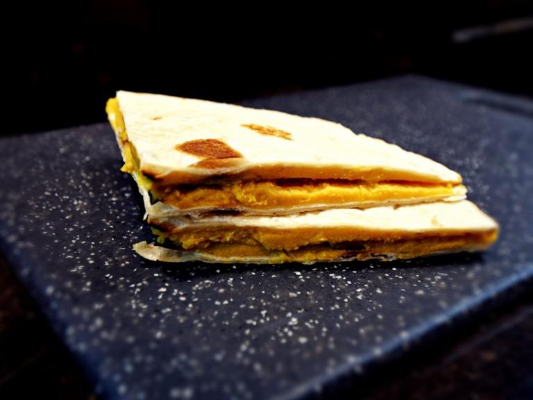 Tortilla z pastą z czerwonej soczewicy i tofu przepis