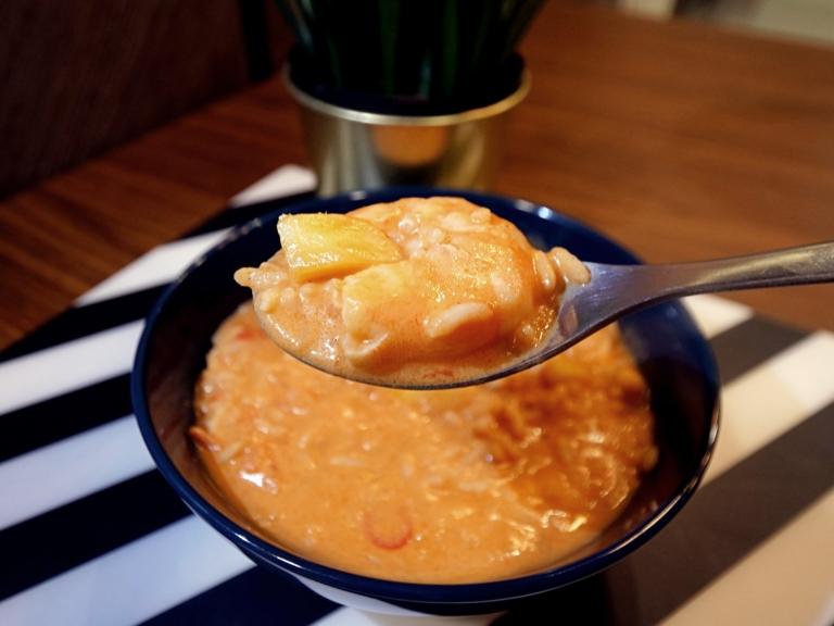 Curry z ryżem basmati, krewetkami i mango przepis