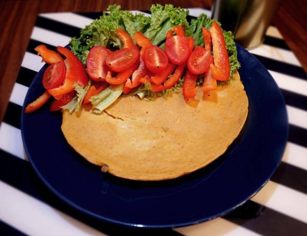 Omlet wegański z warzywami przepis