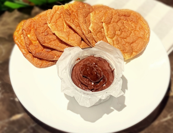 Tosty jajeczne z czekoladowym kremem z awokado przepis