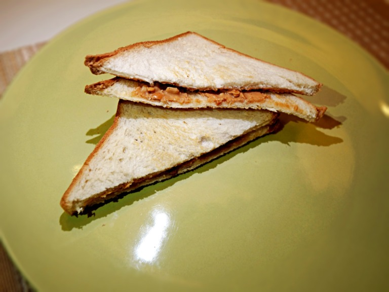 Tosty z masłem orzechowym z patelni przepis