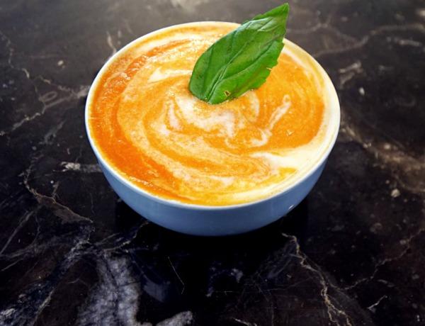 Zupa krem z pieczonej papryki z jogurtem przepis