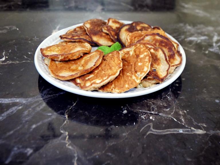 Bananowe placki z jabłkiem przepis