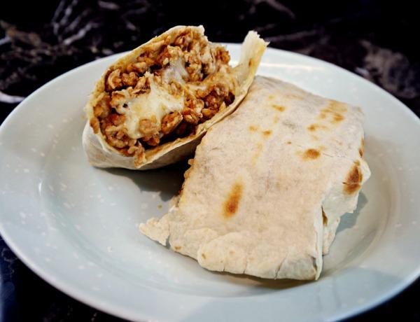 Burrito z mięsem mielonym z kurczaka i serem mozzarella przepis