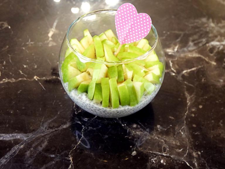 Kremowy deser chia z jabłkiem przepis