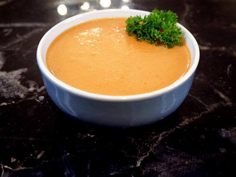 Zupa pomidorowa z soku ze śmietaną przepis