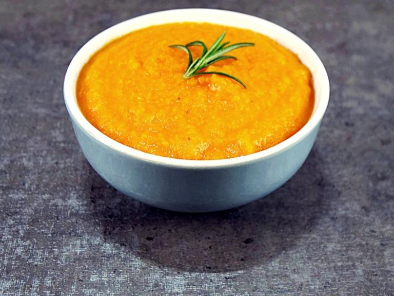 Zupa krem z marchewki i pomidora przepis