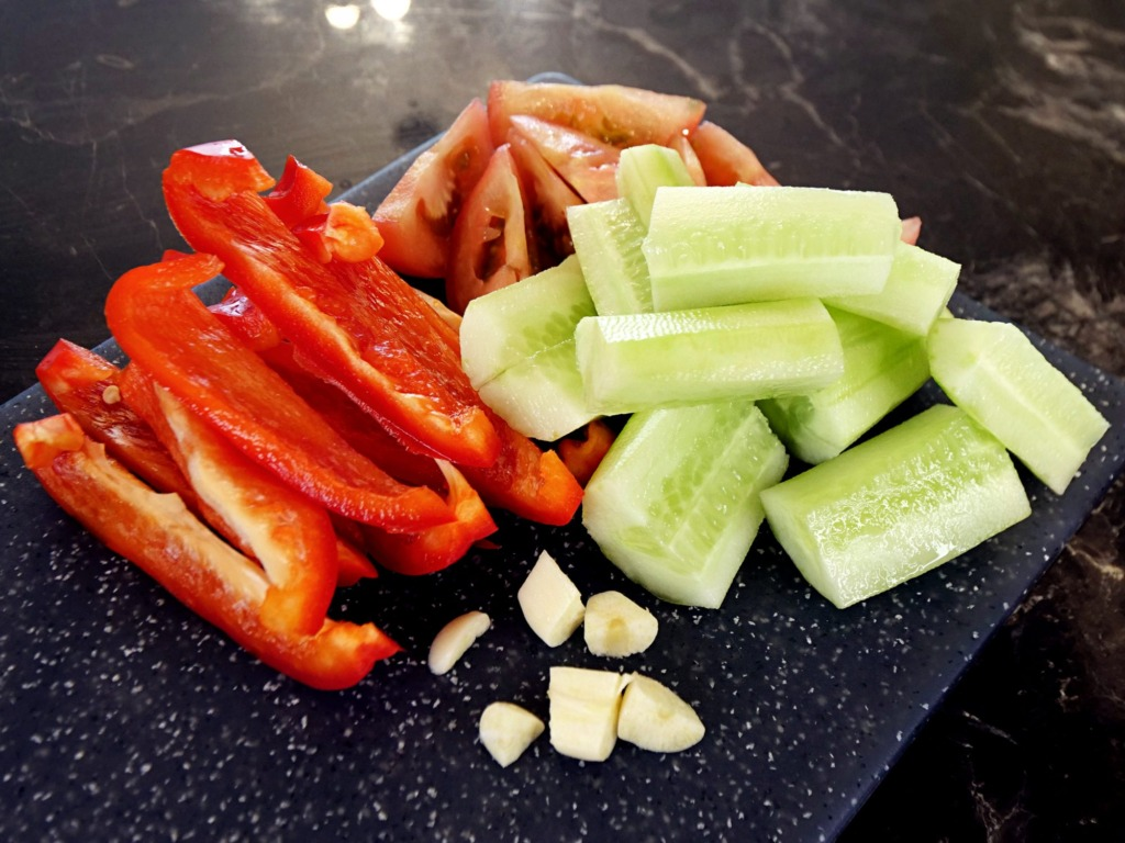 Gazpacho z pomidora, papryki i ogórka z oliwą przepis