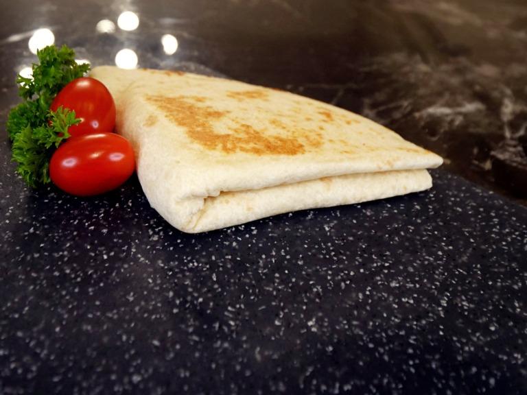 Serowy trójkącik z tortilli przepis