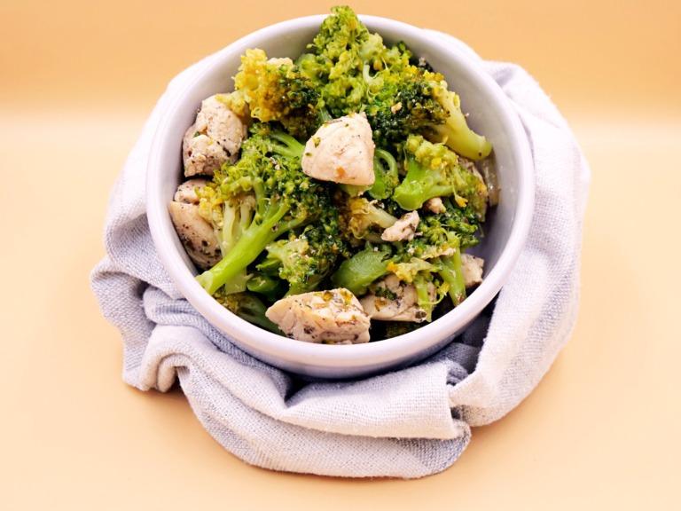 Kurczak duszony z brokułem przepis