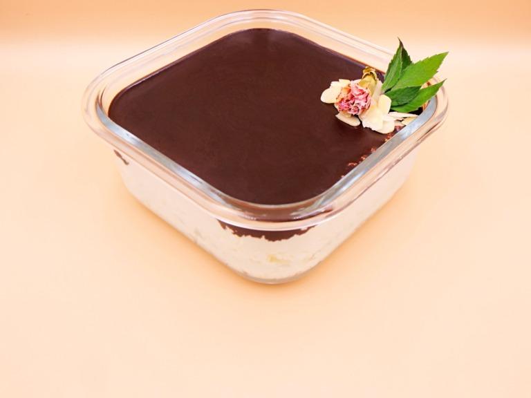 Keto sernik na zimno z polewą czekoladową przepis