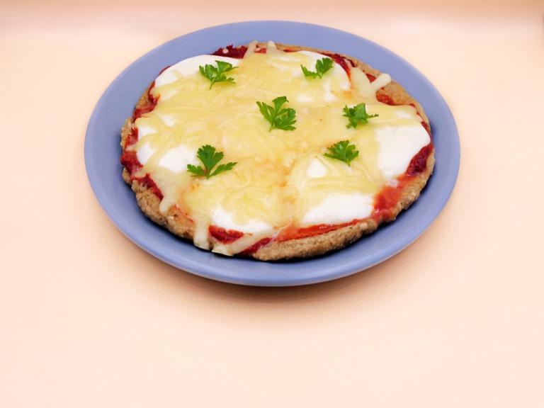 Owsiana pizza z mozzarellą i serem przepis