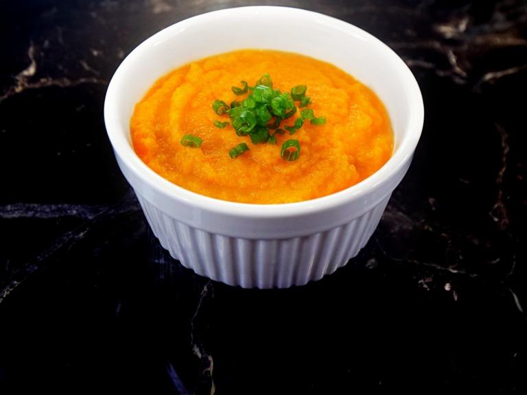 Zupa krem z marchwi i sera cheddar przepis